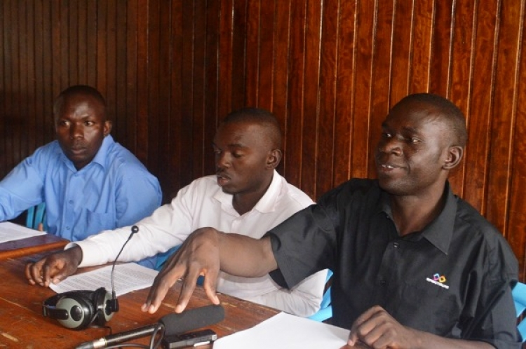 ANGRY YOUTH STORM IGG'S OFFICE OVER AGE LIMIT